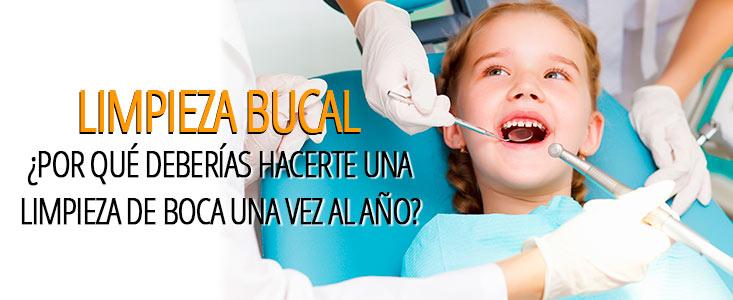 Niña realizandose una limpieza bucal en un dentista en Tarragona